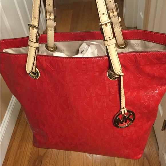 c9d8916c1ef6 MK ladies hand bag. M 5b0c7f0e331627570853d73a